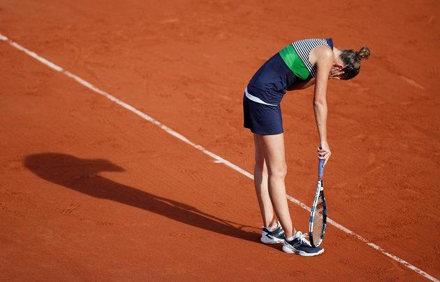 Zklamaná Karolína Plíšková po zkaženém míči v semifinále French Open.