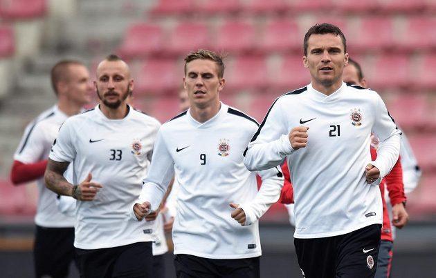 Útočník Sparty Praha David Lafata (vpravo) během předzápasového tréninku.