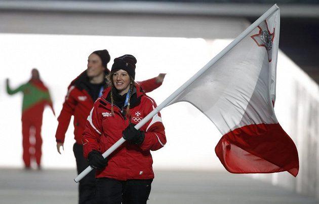 Maltské lyžařce Elise Pellegrinové připadla čest nést vlajku své země při slavnostním zahájení ZOH v Soči.