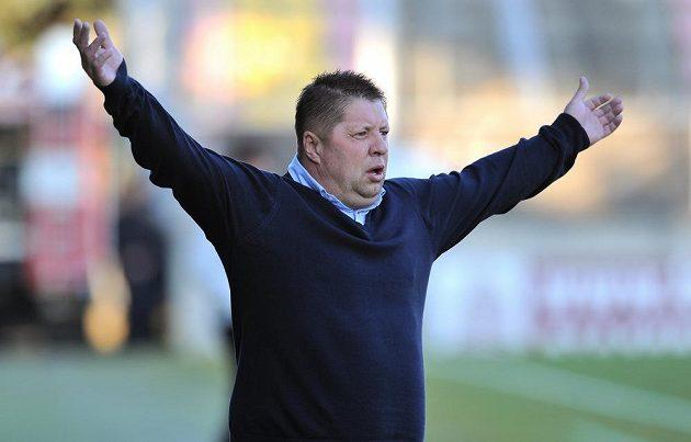 Nový trenér Příbrami Petr Čuhel během utkání s Olomoucí.