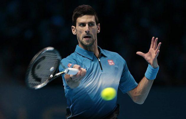 Novak Djokovič v semifinálovém zápase Turnaje mistrů proti Španělovi Rafaelu Nadalovi.