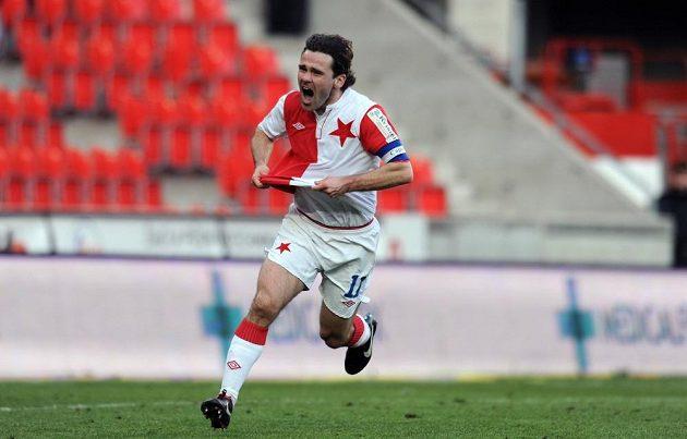 Karol Kisel ze Slavie slaví gól, který vstřelil Liberci.