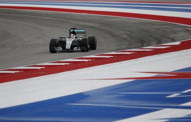 Lewis Hamilton z Mercedesu na trati v Austinu.