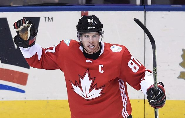 Kapitán Kanady Sidney Crosby se raduje z vlastního gólu proti Výběru Evropy.