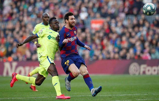 Barcelonská hvězda Lionel Messi v akci během ligového zápasu s Getafe.