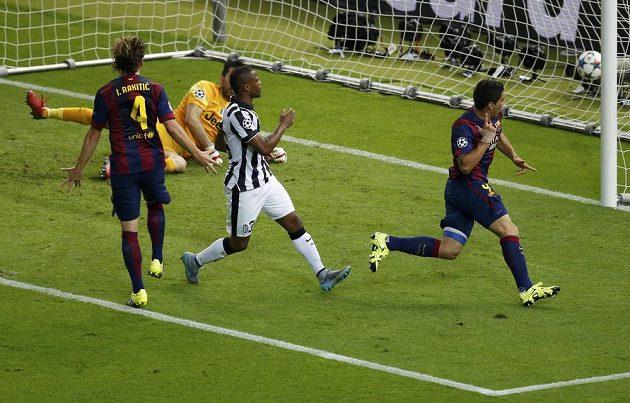 Útočník Luis Suárez (vpravo) se raduje ze vstřelení gólu proti Juventusu ve finále Ligy mistrů.