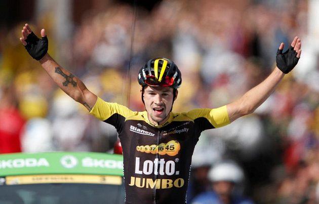 Slovinec Primož Roglič si vychutnává etapový triumf na Tour.