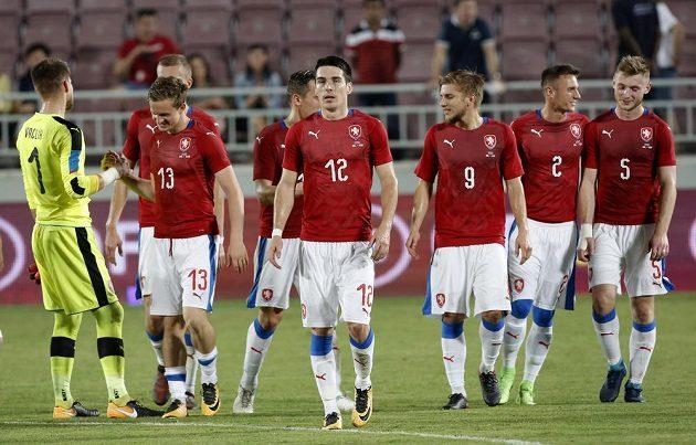 Hráči české reprezentace se radují po vítězném utkání s Islandem.