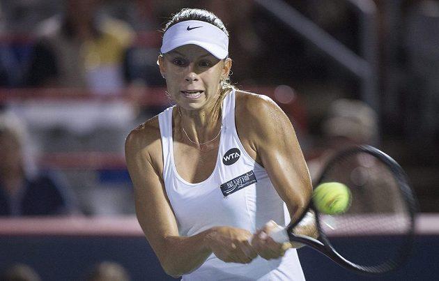 Magda Linetteová z Polska při utkání s Petrou Kvitovou v prvním kole montrealského turnaje.
