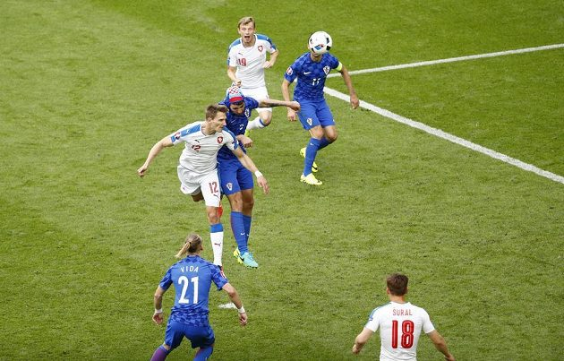 Gólová hlavička Milana Škody (12) v zápase ME proti Chorvatsku.