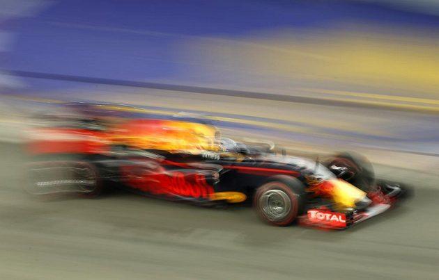 Rychlý jako blesk byl v závěru Velké ceny Daniel Ricciardo z Red Bullu, ale nakonec to na vítězství nestačilo.