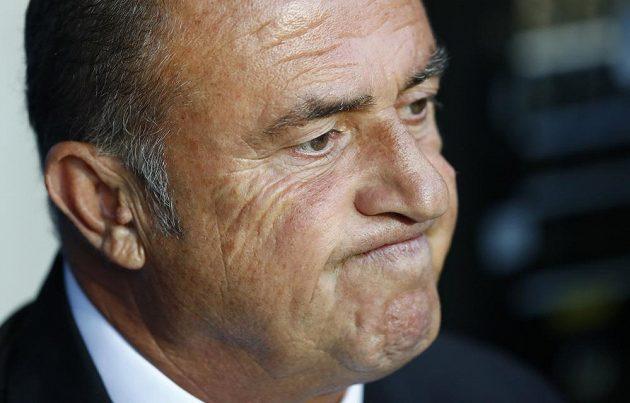 Trenér Turecka Fatih Terim reaguje na třetí gól v síti gólmana Volkana Babacana.