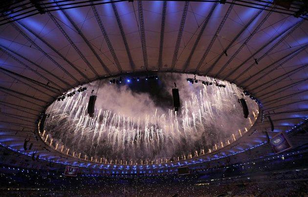 Ohňostroj v úvodu slavnostního zakončení OH v Riu.