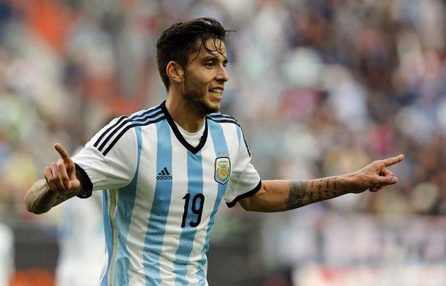 """Argentinský záložník Ricardo """"Ricky"""" Álvarez oslavuje svůj gól v generálce na MS proti Slovinsku."""