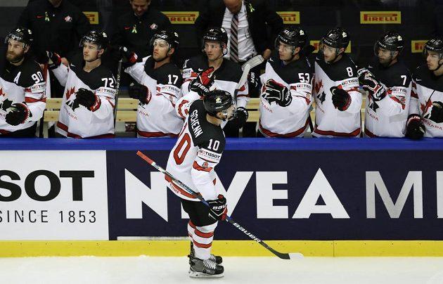 Kanaďan Brayden Schenn se raduje z gólu proti Německu.