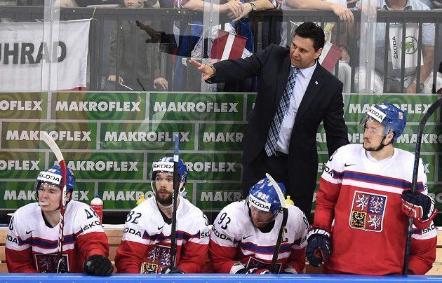 Trenér Vladimír Růžička během utkání se Švýcary.