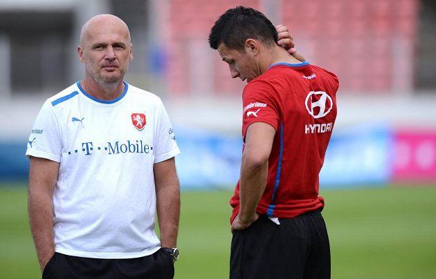 Trenér české reprezentace Michal Bílek (vlevo) a obránce Marek Suchý během tréninku národního týmu.