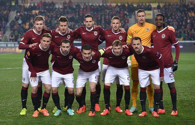 Mužstvo Sparty Praha před zápasem s Neapolí.