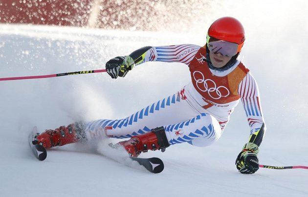 Američanka Mikaela Shiffrinová je zatím v obřím slalomu druhá a potvrzuje, že patří mezi aspirantky na medaili.