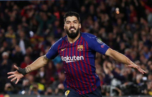 Barcelonský Luis Suárez slaví gól proti Liverpoolu v semifinále Ligy mistrů.