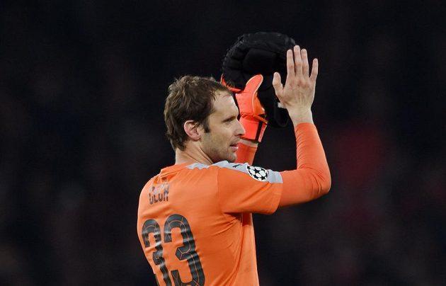 Petr Čech si po duelu proti Bayernu mohl zatleskat - byl velkou oporou Gunners a udržel čisté konto.