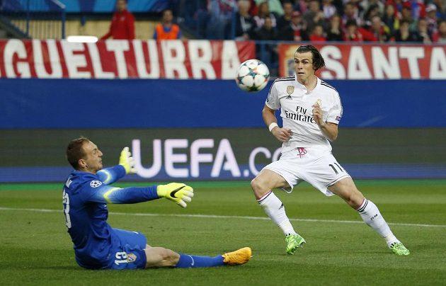 Tuhle akci Gareth Bale z Realu Madrid v souboji s městským rivalem Atlétikem nezakončil. Brankář Jan Oblak byl úspěšnější.