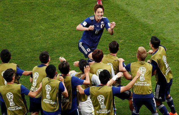 Japonský fotbalista Genki Haraguči oslavuje svou branku do sítě Belgie v osmifinále MS.