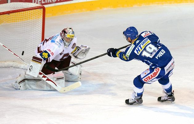 Ani Libor Pivko se neprosadil. Brňané brankáře Sparty Tomáše Pöpperleho (vlevo) ve čtvrtek nepřekonali.