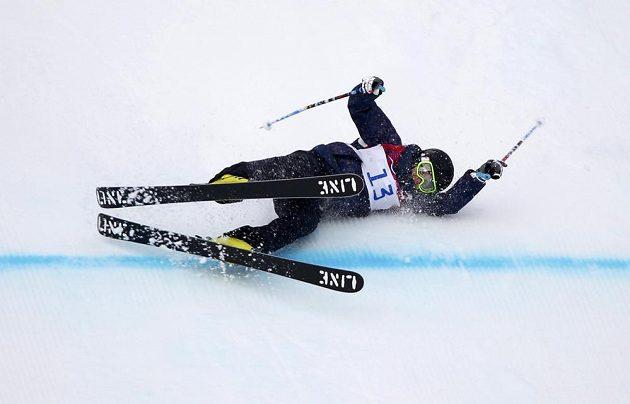 Slovenská lyžařka Zuzana Stromková proťala cíl při kvalifikaci slopestylu ve značně nelyžařské pozici.