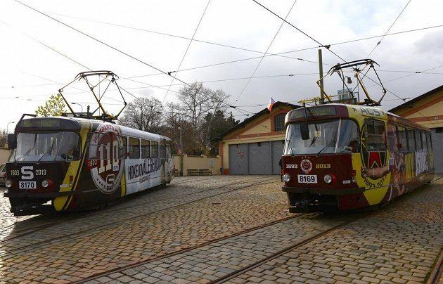 Tramvaje v barvách hokejové a fotbalové Sparty Praha v rámci výročí obou klubů.