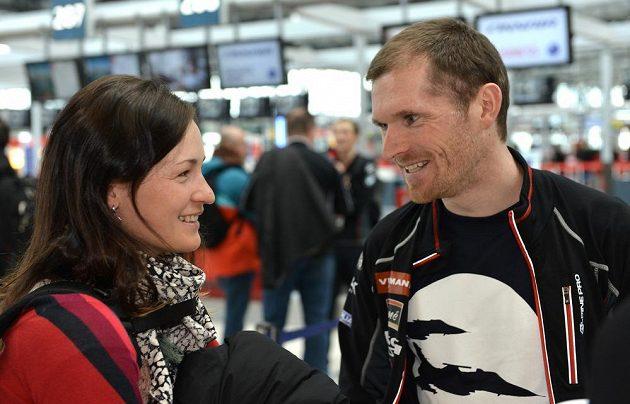 Čeští biatlonisté Veronika Vítková a Michal Šlesingr před odletem na MS do finského Kontiolahti.