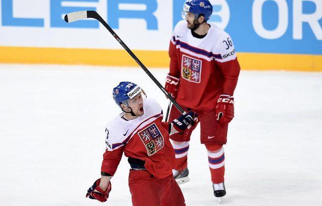 Český obránce Ondřej Němec oslavuje druhý gól během utkání s Francií.