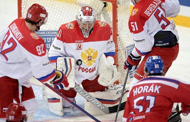 Český centr Roman Horák (51) v šanci. Jeho střela se ale neujala.