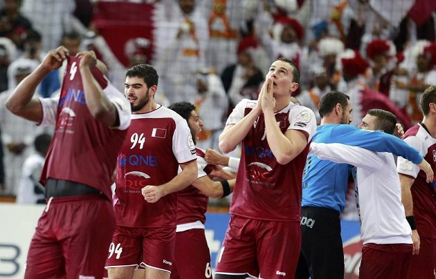 Házenkáři Kataru slaví vítězství nad Německem a postup do semifinále mistrovství světa.