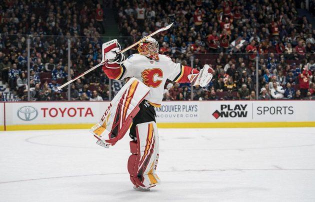 Golman Calgary David Rittich předvedl 25 zásahů a vychytal výhru ve Vancouveru.