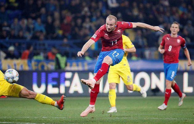 Rána střídajícího Michaela Krmenčíka se mezi tři tyče ukrajinské branky nevešla.