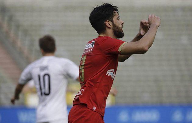 Střelec Royalu Antwerpy Ivo Rodrigues slaví svou parádní trefu do sítě Viktorie Plzeň v utkání 3. předkola Evropské ligy.