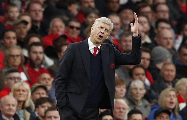 Nespokojený trenér Arsenalu Arséne Wenger.