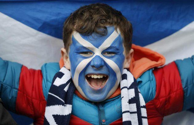 Iry jsme porazili! Radost mladého skotského fanouška.