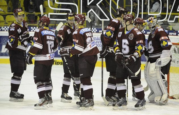 Radost hráčů Sparty po vítězství v Litvínově.