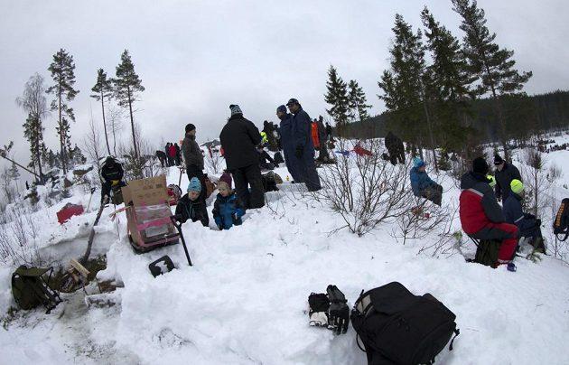 Fanoušci podél jedné z rychlostních zkoušek Švédské rallye.