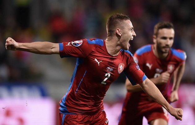Český obránce Pavel Kadeřábek se raduje z gólu proti Islandu v kvalifikačním utkání v Plzni.