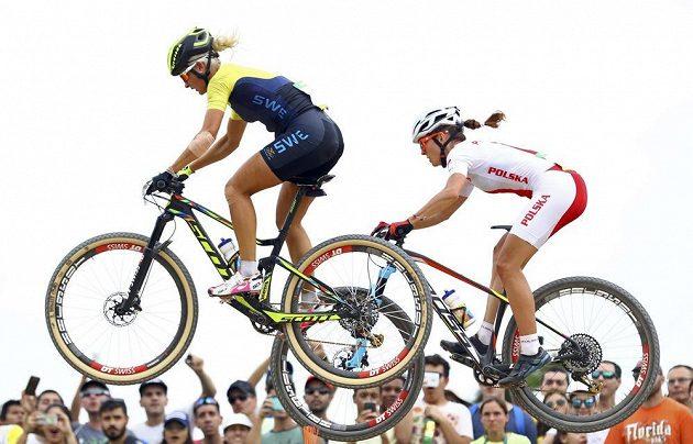 Švédská bikerka Jenny Rissvedsová (vlevo) a Polka Maja Wloszczowská.