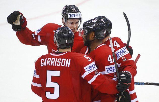 Radost hokejistů Kanady v utkání se Slovenskem.
