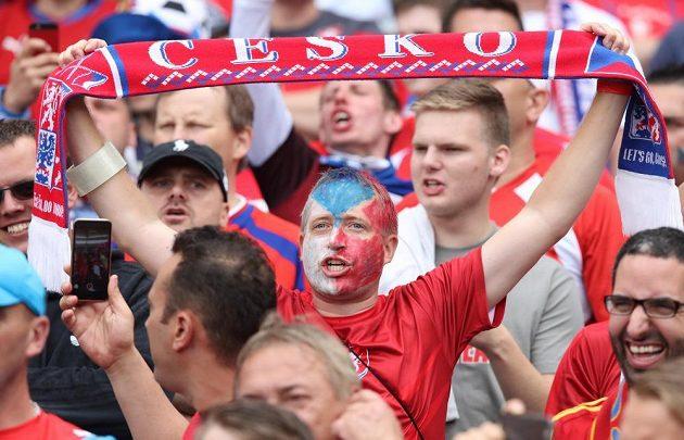 Český fanoušek při utkání se Španělskem.