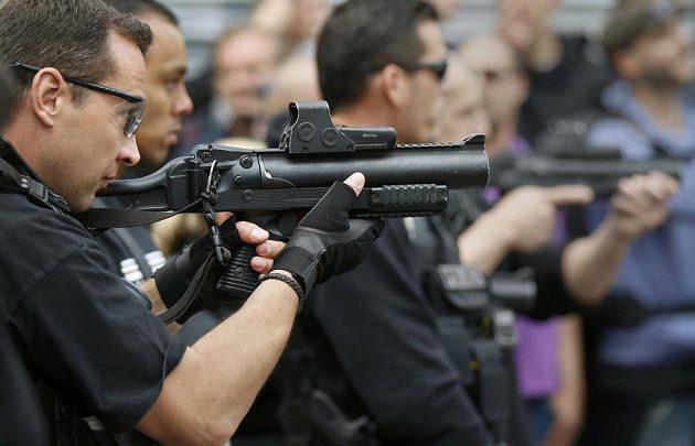 Francouzská policie měla v Lille napilno.