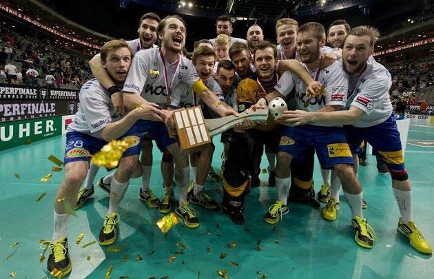 Florbalisté Vítkovic slaví mistrovský titul.
