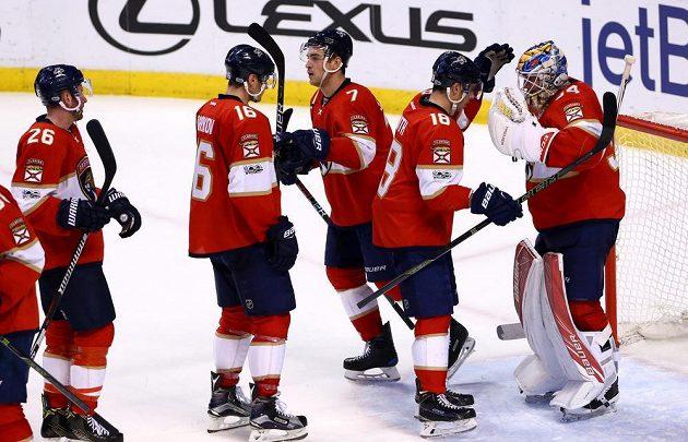 Hokejisté Floridy se konečně dočkali v NHL vítězného zápasu. Nad Torontem Maple Leafs vyhráli 7:2, ale čeští hokejisté se bodově neprosadili.