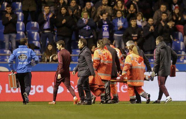 Známý španělský fotbalový útočník Fernando Torres z Atlétika Madrid bojoval v utkání s La Coruňou o život. Chvíli byl v bezvědomí a skončil v nemocnici.