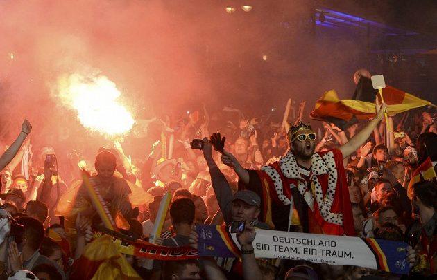 V Berlíně vypukla krátce před nedělní půlnocí euforie.